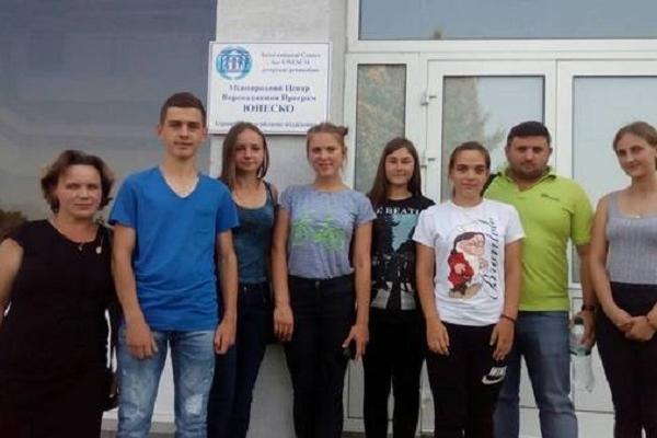 Школярі з Тернопілля вирушили на навчання у Польщу
