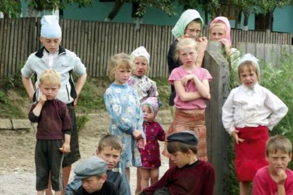 Школярі села Космирин страйкують із вимогою спорудження нової школи