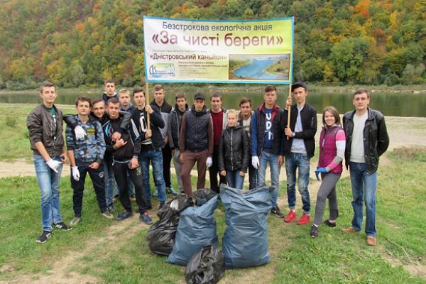 Студенти Заліщицького агроколеджу почистили Дністер