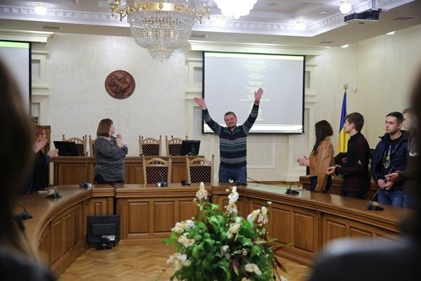 Червоний повчив студентів Тернопільського економічного перемагати