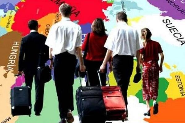 Українці із в'єтнамцями мають польські паспорти для роботи в Європі