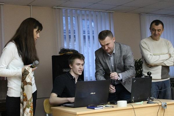 Старшокласники повчились у Тернопільському техуніверситеті кібербезпеки (фото)