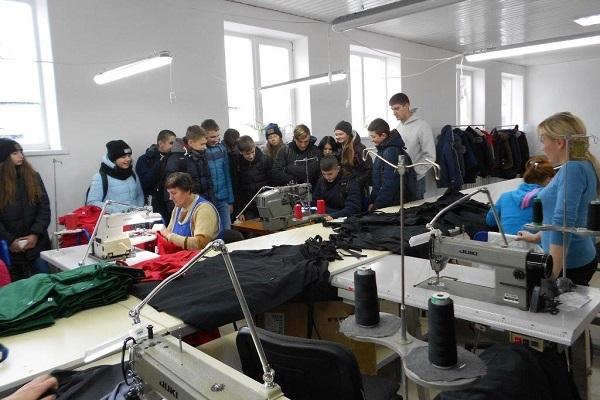 Зборівські школярі цікавились машинами, що роблять петлі