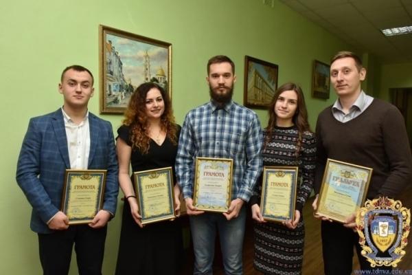 Майбутніх медиків в Тернополі заоохотили подяками