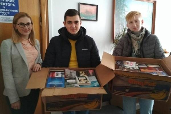 Тернопільські студенти зібрали книги для Петриківського пансіонату