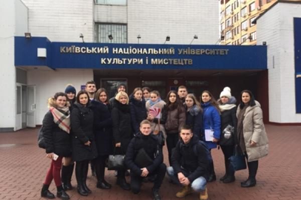 """Чортківські студенти на """"Дні відкритих дверей"""" у Київському  національному  університеті культури і мистецтв"""