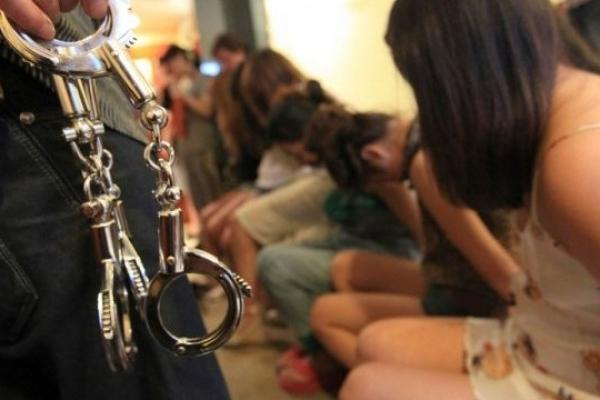 Студентів, які торгували людьми, можуть випустити за мільйон гривень