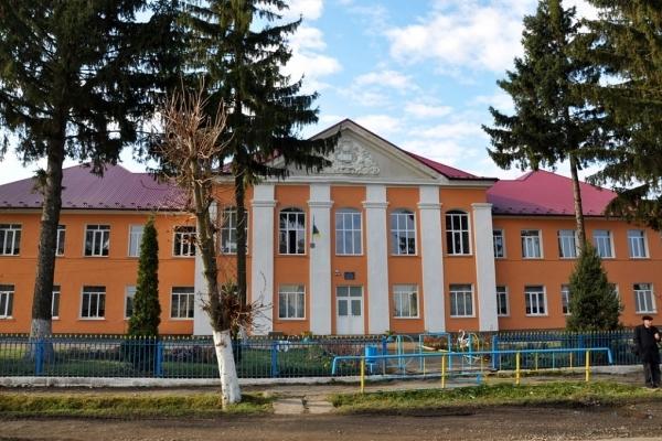 В школі на Тернопільщині з дітьми спілкуватимуться англійською