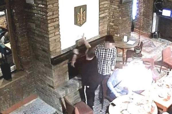 П'яного польського студента за спалення тризуба в Тернополі спровадили додому