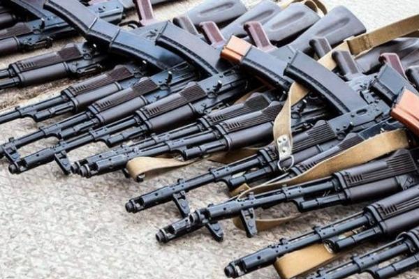 На Тернопільщині понад сто людей прийшли в поліцію зі зброєю