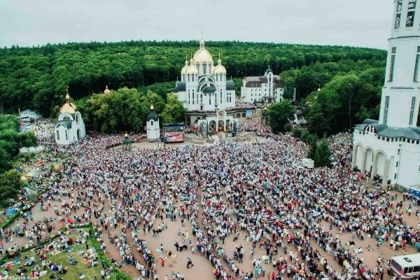 Загальноукраїнська проща до Зарваниці збере паломників з України, Канади, США, Польщі та гостей з Італії