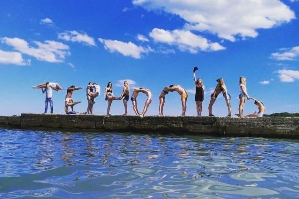 Студія соціальних танців Тернополя написала назву міста…тілами