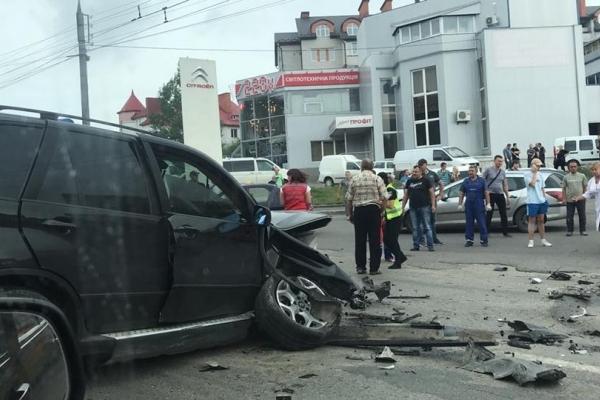 Біля Збаразького кільця жахлива ДТП: є постраждалі (Фото)