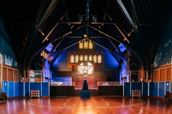 Без коментарів: Nike перетворила церкву на баскетбольний комплекс