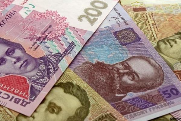 Щоб переказати гроші, українцям доведеться показувати паспорт та ІПН