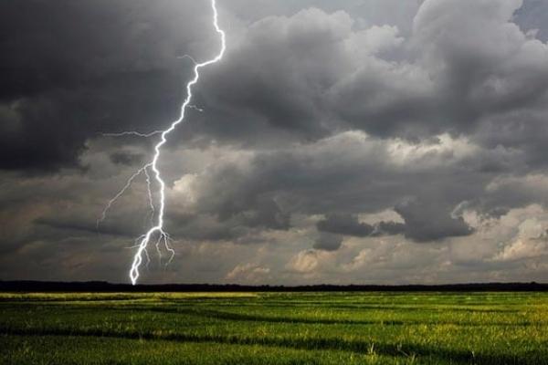 На Тернопільщині на вихідні оголосили штормове попередження