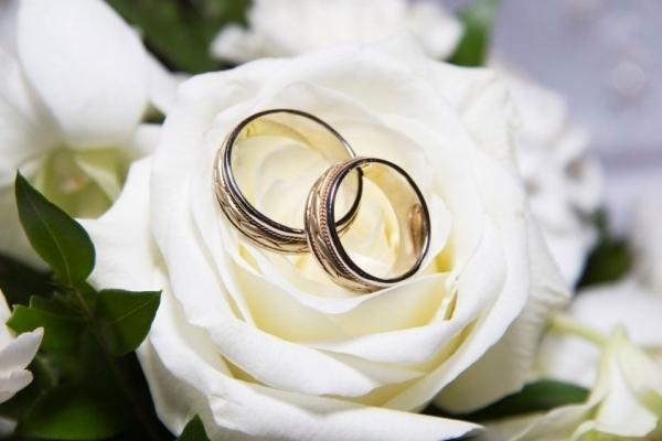 Шість пар закоханих одружилися у Тернополі у особливу дату (Відео)