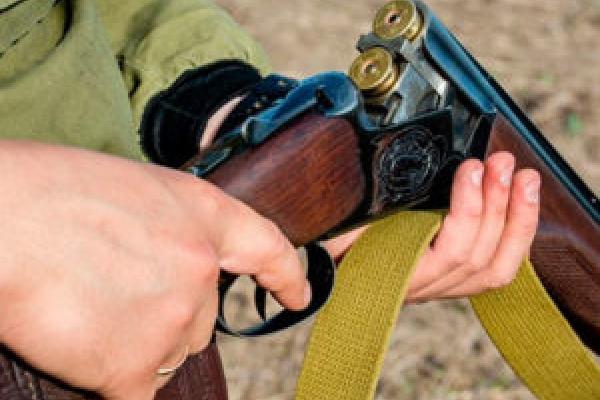 На Тернопільщині п'яний чоловік погрожував застрелити сусіда через дітей