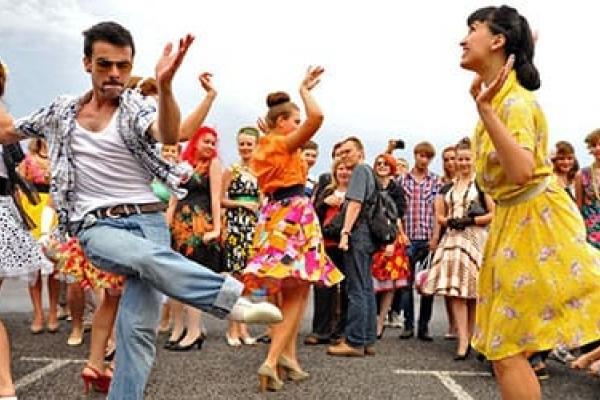 У одній із шкіл вчителі та учні на перервах танцюють: долучається навіть технічний персонал (Відео)