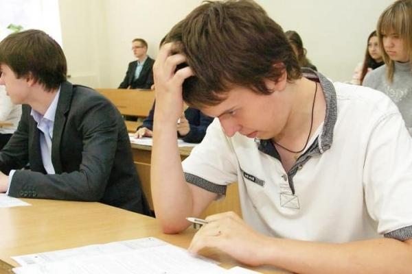 Випускників ПТУ та коледжів ЗНО вже не омине