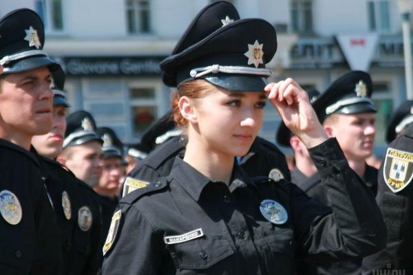 Поліцейським та рятувальникам піднімуть зарплати на 30%