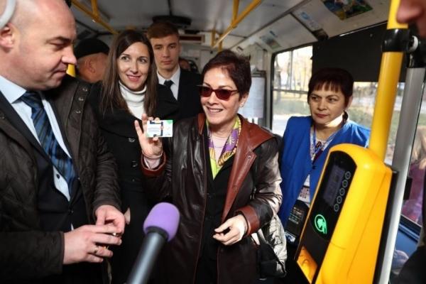 Посол США в Україні проїхалася у тернопільському тролейбусі (Фото)