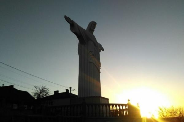 Як виглядає найвища в Україні статуя Ісуса Христа (Фото)