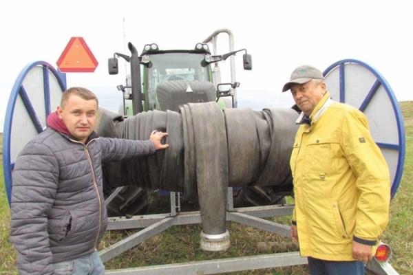 До 8 кілометрів транспортують гній по шлангу на Тернопільщині