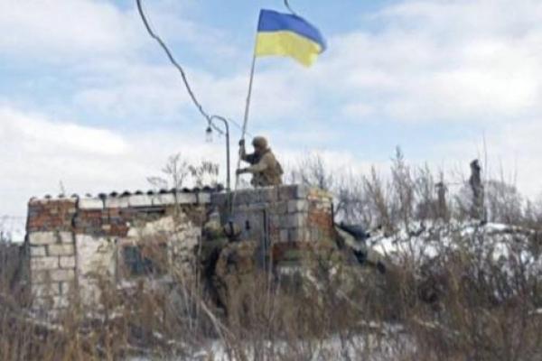 Замість ялинки: Мережу вразило фото різдвяного танка ЗСУ