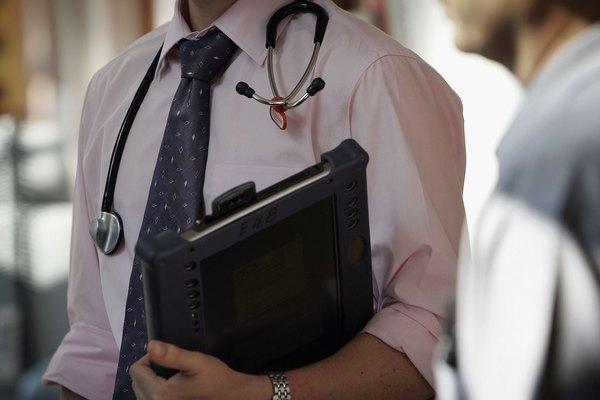 Медична реформа: Лікарів повернуть за парти