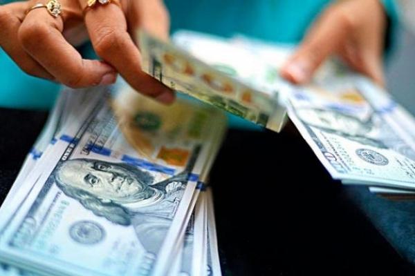 В Україні можна купувати долари «по-новому»: Що треба знати