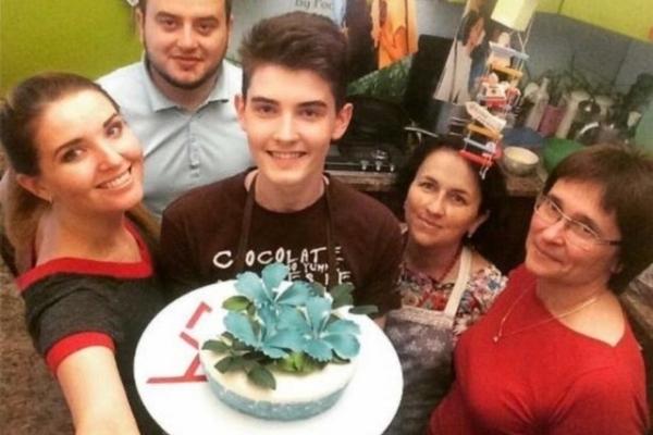 Студент пече торти такої краси, що шкода їх їсти (Фото, відео)