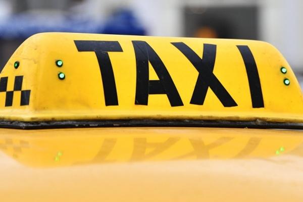 Таксист не взяв гроші з 90-річної пасажирки лише тому, що дізнався куди вона їхала