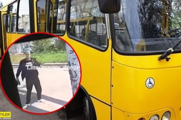 Неадекват вдарив водія під час руху автобуса (Відео)