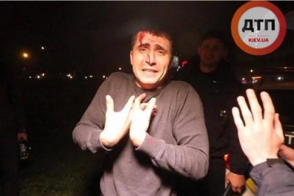 П'яний чоловік за кермом вщент розгромив сім авто (Фото)