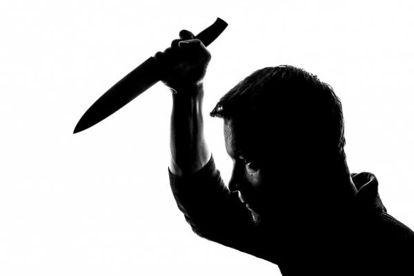 Чоловік понівечив ножем обличчя знайомого і відтяв йому вухо