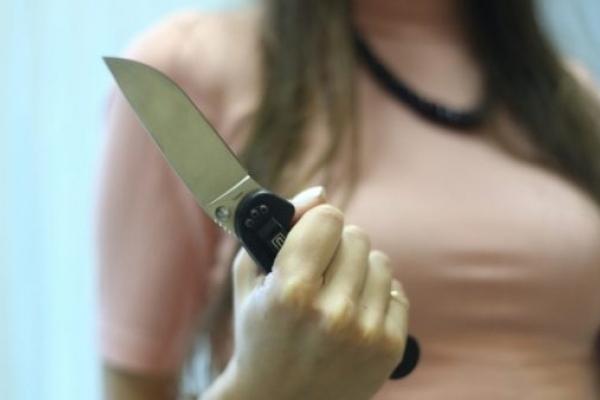 Била то молотком, то ножем: 16-річна дівчинка вбила батька за немитий посуд