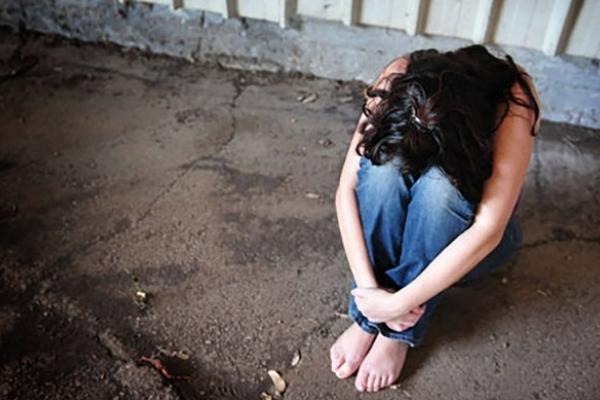 Підприємець утримував у підвалі неповнолітню дівчину (Відео)
