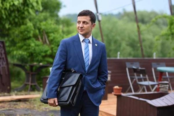 Через відсутність коаліції: Зеленський підготував указ про розпуск Ради і визначив дату позачергових виборів (документ)