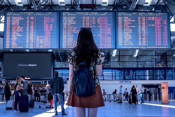 Затримали або скасували рейс: Українцям розповіли, що робити і до кого звертатися