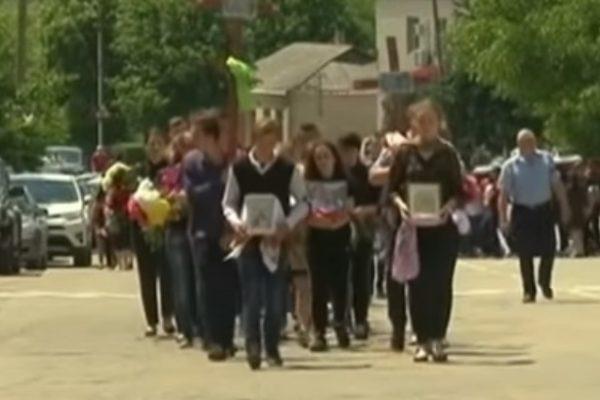 Похорон замість випускного: закохана пара школярів потрапила у ДТП (Відео)