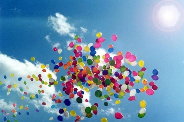 Випускників закликали відмовитися від повітряних кульок під час урочистостей