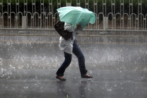 Зливи і шквальний вітер: які області накриє негода