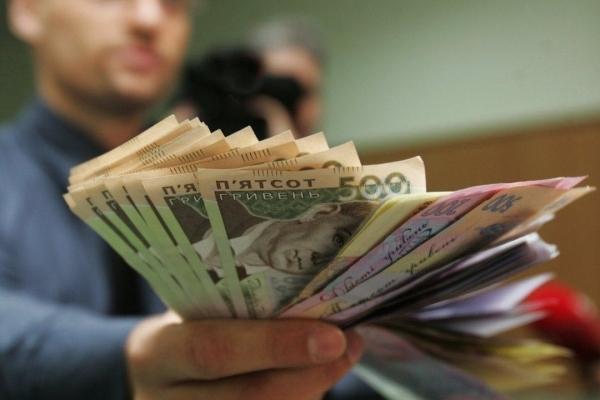 Найбільші та найнижчі середні зарплати у різних сферах