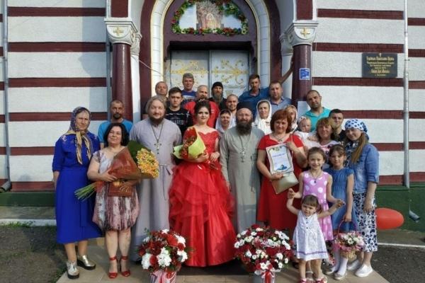 Не в ту церкву ходить: Дівчину вигнали з власного випускного