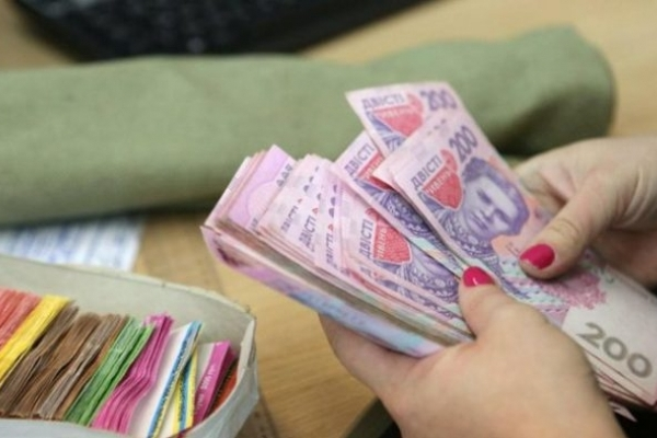 Прем'єр повідомив про збільшення зарплат українців удвічі