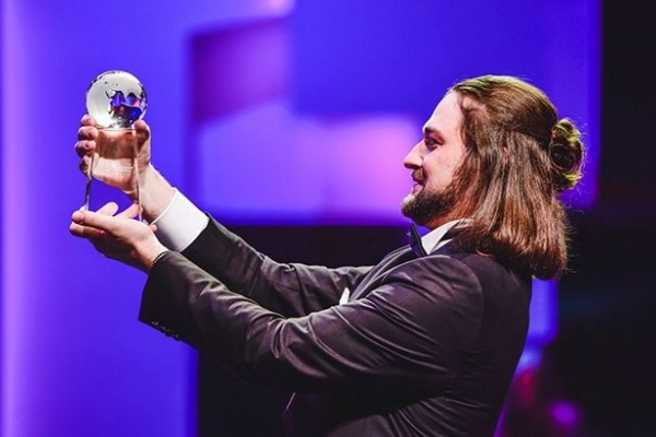 Українець став найкращим співаком у світі: відео виступів переможця