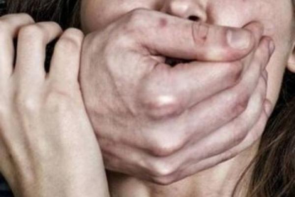 Дідусь гвалтував онуку, поки її матір була на заробітках у Польщі