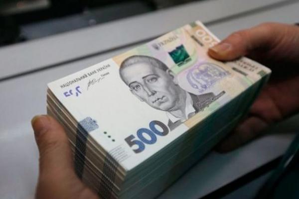 Люди з вищою освітою отримують більшу зарплату в Україні?