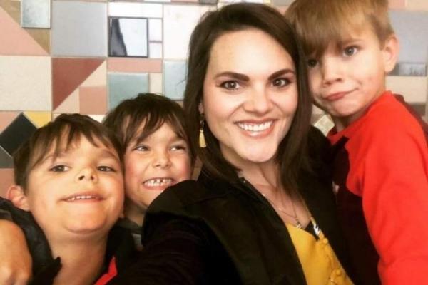 Мама 3-х синів написала чесний лист своїм майбутнім невісткам — він вразив тисячі жінок